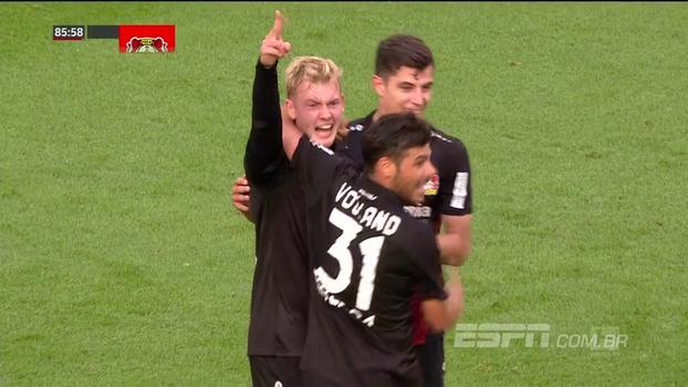 Que show! Leverkusen dá um baile no Freiburg, cria muitas chances e goleia, com direito a golaços e árbitro de vídeo