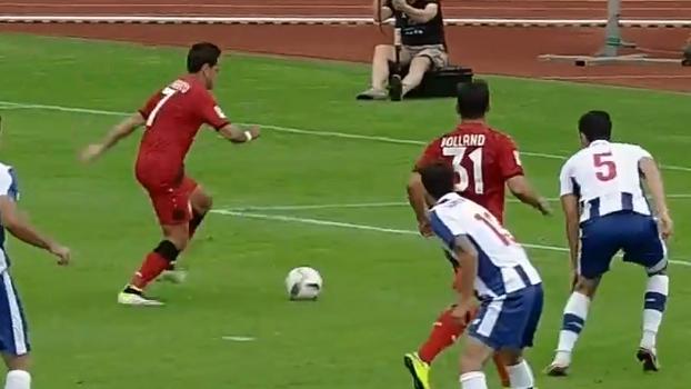 Chicharito marca e garante empate do Bayer Leverkusen contra o Porto em amistoso