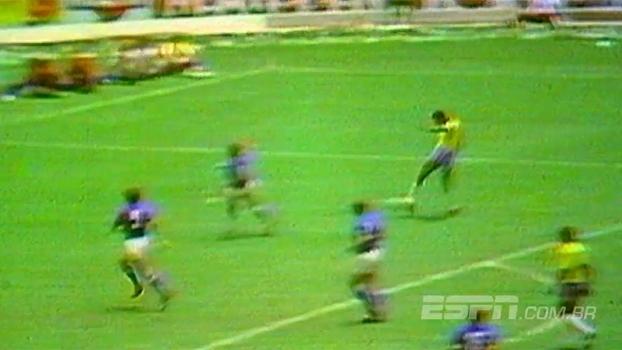 Alunos da Fundação Cafu e ESPN reproduzem gol icônico de Carlos Alberto Torres na Copa de 1970