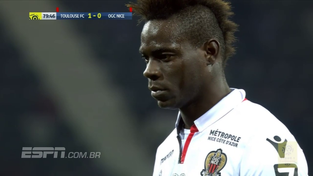 Balotelli marca, goleiro pega pênalti e, mesmo com Dante expulso, Nice vira contra o Toulouse