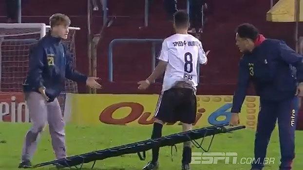 'Lambança do maqueiro' ataca na 3ª divisão do Argentino e jogador prefere sair de campo sozinho
