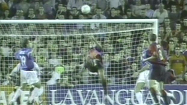 Com hat-trick e gol de bicicleta de fora da área, Rivaldo salvou Barcelona contra o Valencia