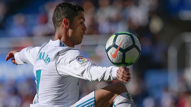 Quase gol contra, jogada ensaiada, bola na trave e mais; veja o melhor da partida de CR7 contra o Alavés