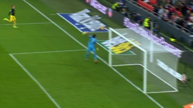 Pouco talento? Com jogada parada, Griezmann faz gol incrível por cobertura