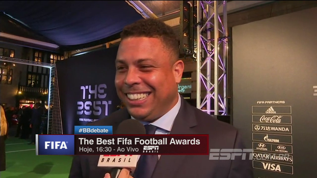 Cafu e Ronaldo chegam à premiação 'The Best Fifa Football Awards', e Fenômeno vê CR7 como favorito