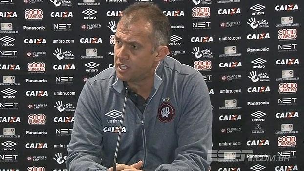 Eduardo Baptista vê partida 'infeliz' do Atlético-PR e destaca qualidades do Grêmio