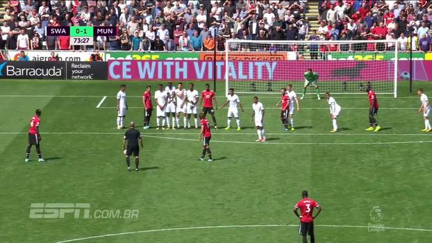 Tempo real: QUASE! Pogba cobra falta, e a bola passa perto do ângulo do gol de Fabiansky