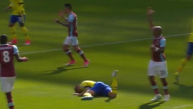 Nocaute! Em jogo contra West Ham, Jagielka leva bolada na cara e vai ao chão