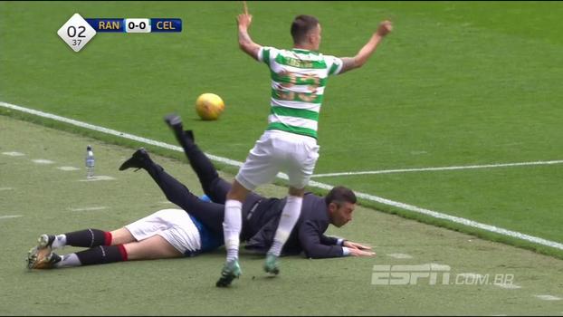 Na Escócia, técnico é atropelado durante clássico entre Rangers e Celtic