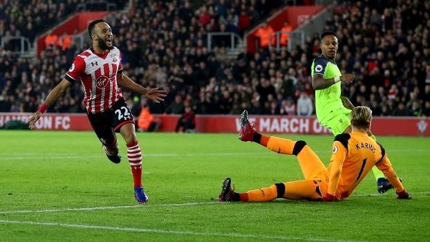 Copa da Liga Inglesa - semifinal (ida): Gol de Southampton 1 x 0 Liverpool