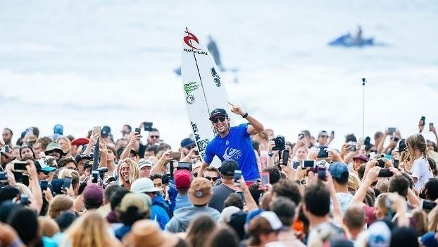 Veja momentos da final masculina de Gold Coast vencida por Owen Wright