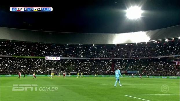 Torcedores do Feyenoord prestam homenagem emocionante a goleiro que perdeu o filho há exatos 6 anos