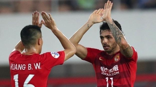 Goulart faz dois e Guangzhou garante classificação na Champions League asiática