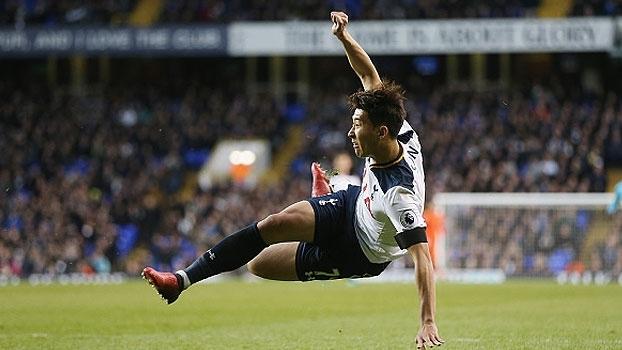 Son anota golaço, Tottenham goleia o Swansea em casa e encosta no City