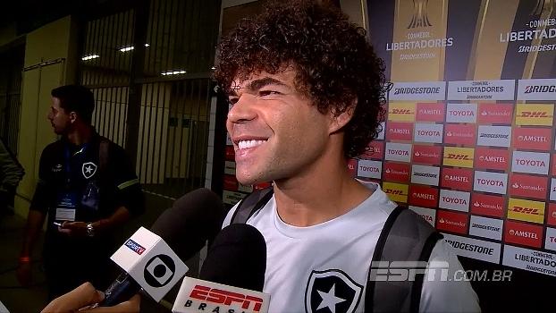 Camilo brinca e rebate provocação flamenguista: 'Agora vão assistir o Botafogo no sofá'
