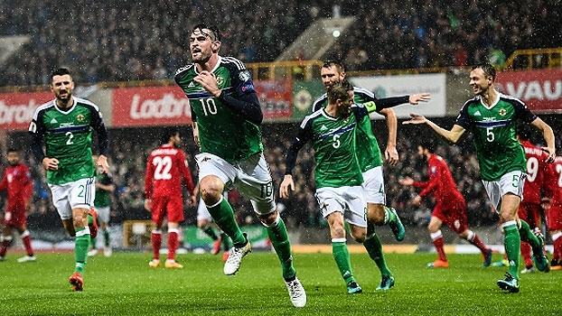 Irlanda do Norte goleia e ultrapassa o Azerbaijão no grupo C