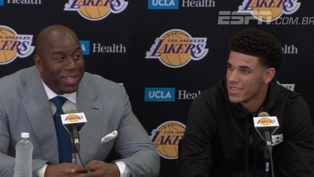 Lonzo é apresentado nos Lakers cheio de moral com Magic, que brinca: 'Me deixe com 1 ou 2 recordes'