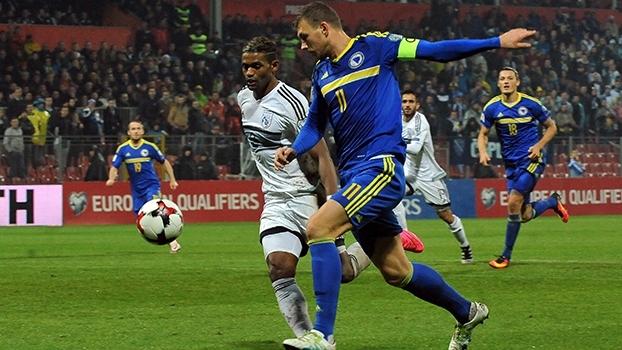 Dzeko faz dois e garante vitória da Bosnia sobre o Chipre