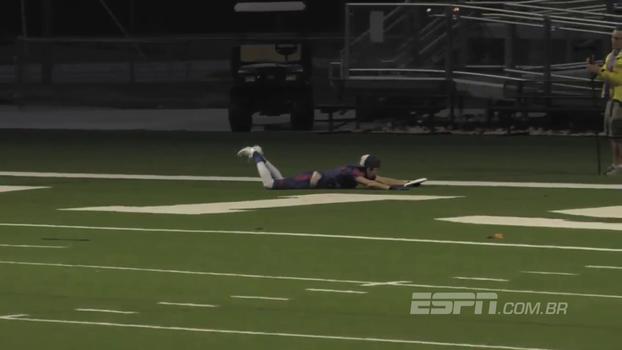 Jogador de frisbee não desiste, 'voa' e anota touchdown alucinante; veja