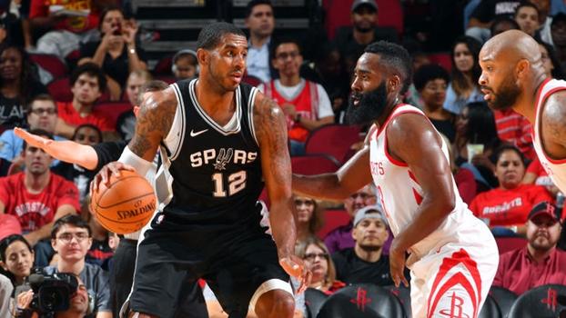 Com grande atuação de Aldridge, Spurs superam Rockets de Harden na pré-temporada da NBA