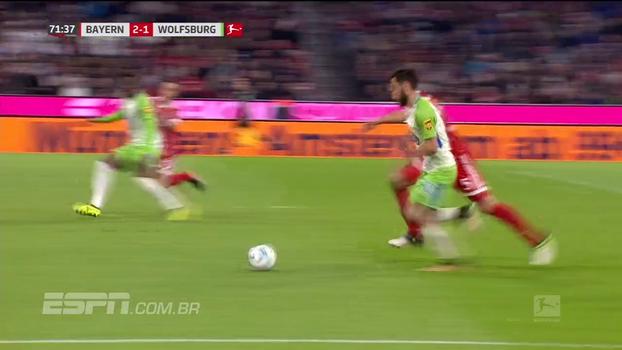 Tempo real: Na bola! Wolfsburg chega com perigo, mas Hummels dá carrinho perfeito para aliviar perigo