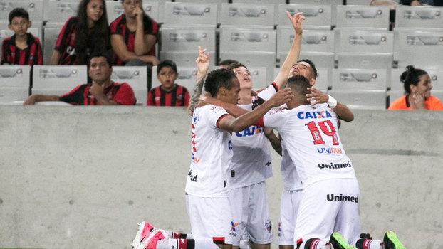 Brasileiro: Gols de Atlético-PR 2 x 2 Atlético-GO