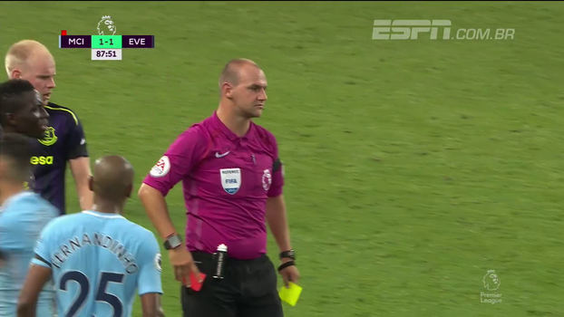Tempo real: Cartão Vermelho! Schneiderlin leva segundo amarelo e é expulso da partida