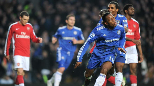Carrasco! Assista e relembre como Drogba adorava fazer gols no Arsenal