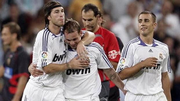 Sneijder, de falta, e Higuaín, com golaço de cobertura, marcaram no triunfo do Real sobre o Almería
