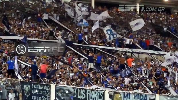 Torcida do Talleres faz linda festa durante jogo na Argentina