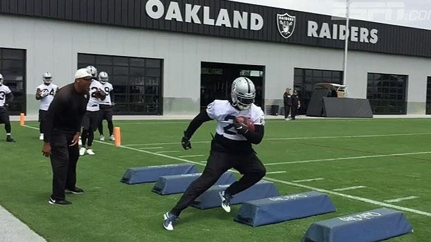 De volta à NFL, Marshawn Lynch já treina no Oakland Raiders; veja