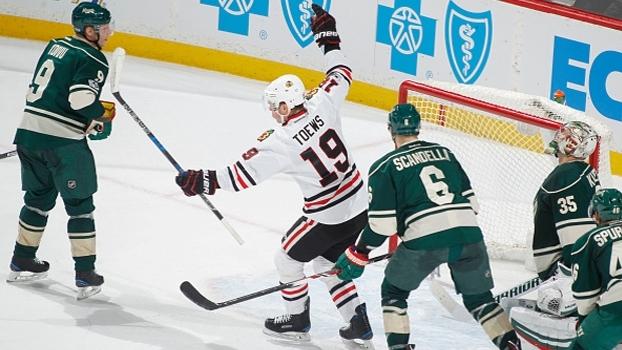 Blackhawks precisam de prorrogação, mas batem Minnesota com gol do capitão Jonathan Toews