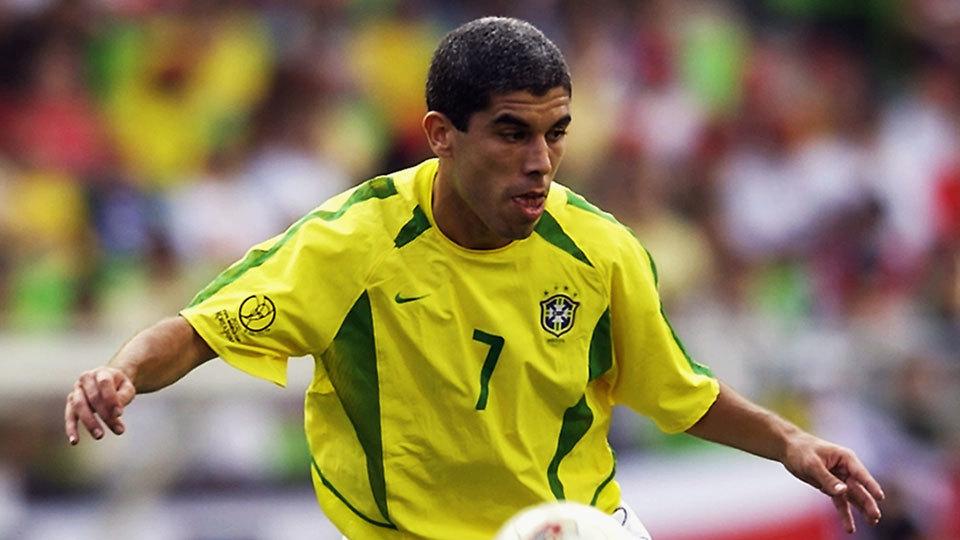 O meia Ricardinho se aposentou em 2011 e é treinador; atualmente comanda o Tupi