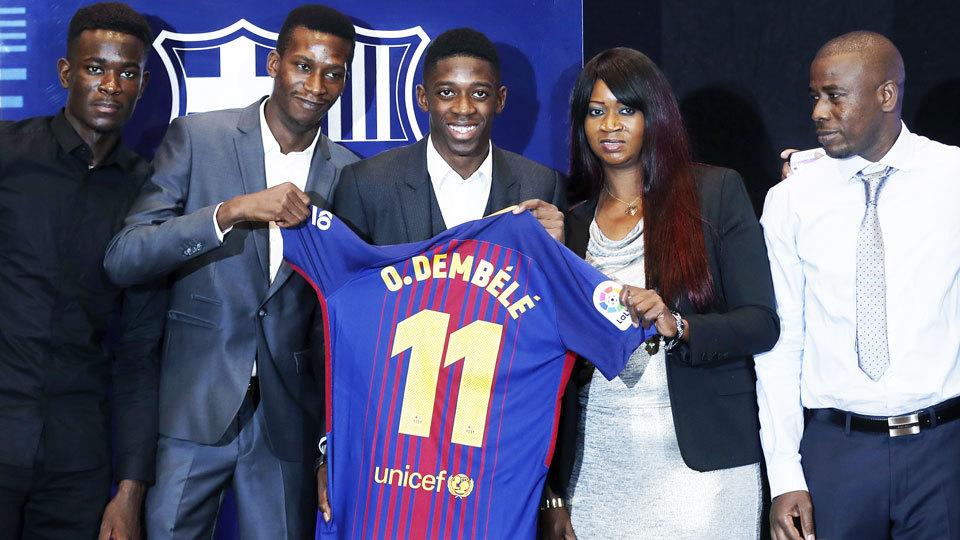 Jornal já vaza nova camisa 1 do Barcelona para a próxima temporada ... 6848b3f24314a