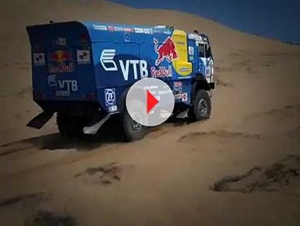 VÍDEO: Veículos sobem dunas chilenas em alta velocidade