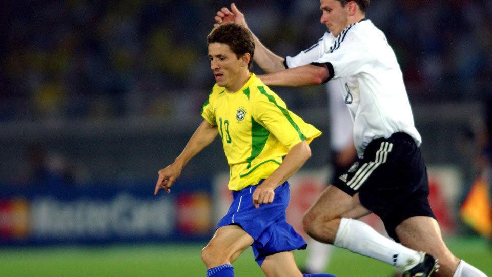 Juninho Paulista se aposentou em 2010 e virou gerente de futebol do Ituano