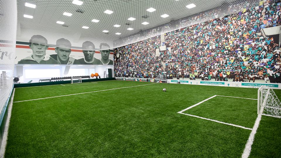 Campo artificial, na academia