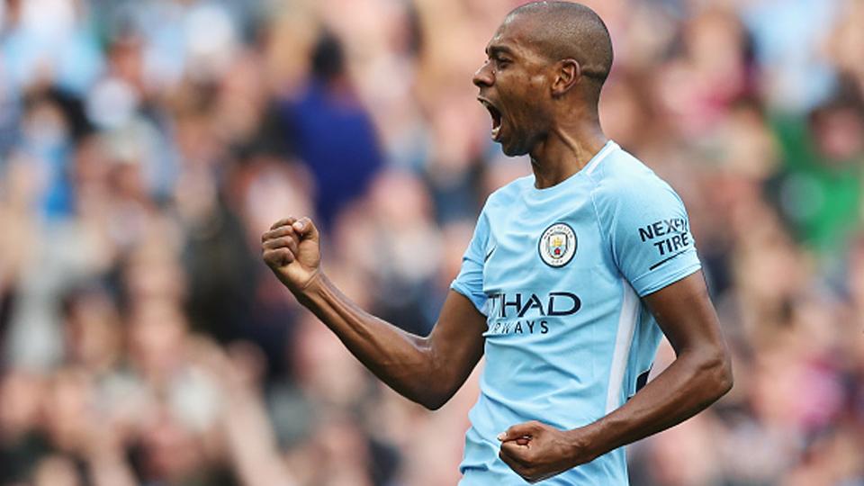 73º: Fernandinho (volante), do Manchester City