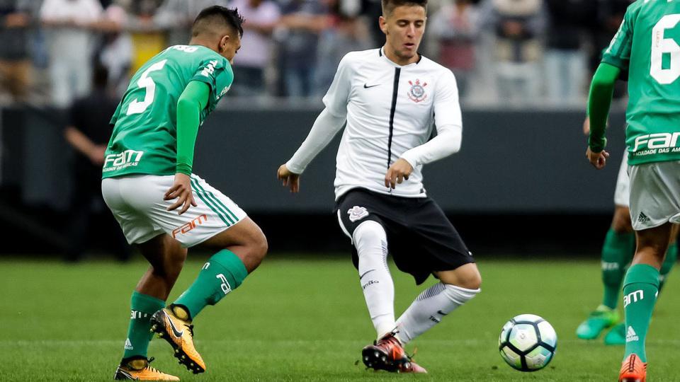 Palmeiras bate Corinthians em Itaquera no 1º jogo