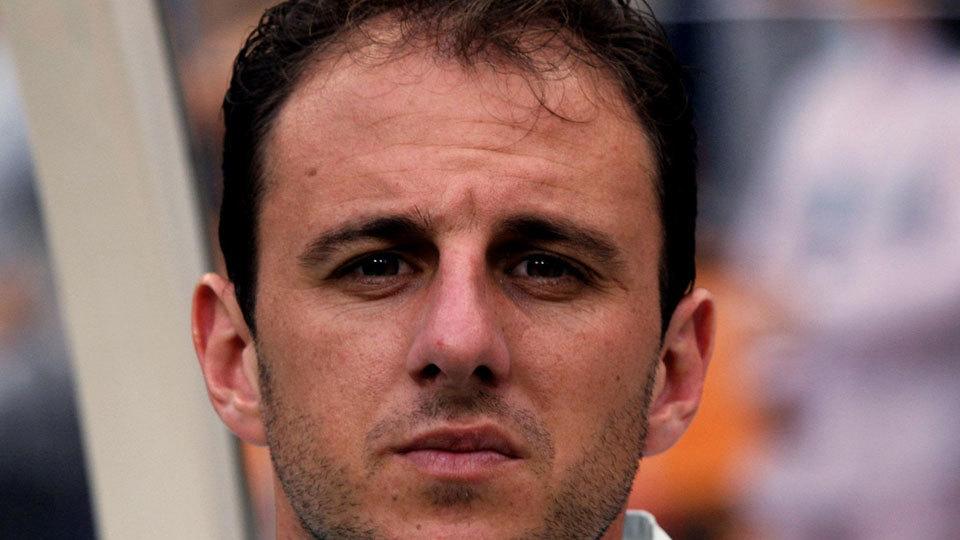 Reserva em 2002, Rogério Ceni parou de jogar em 2015 e virou técnico neste ano; está desempregado